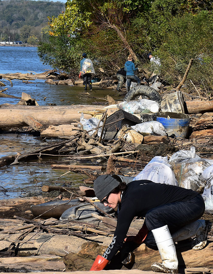Volunteers clean up Ohio River bank