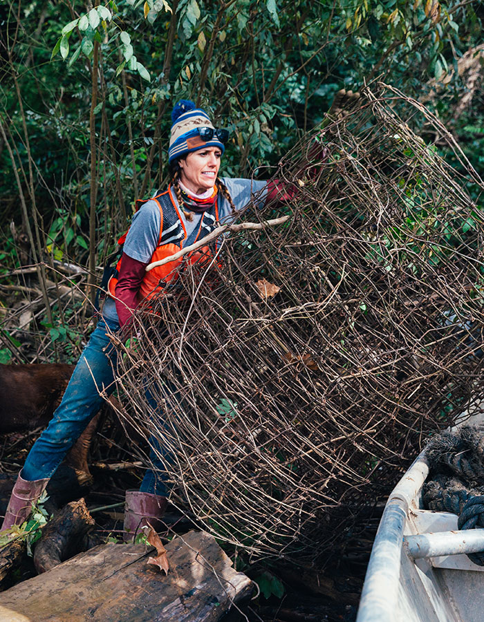 Volunteer cleans up wire mesh